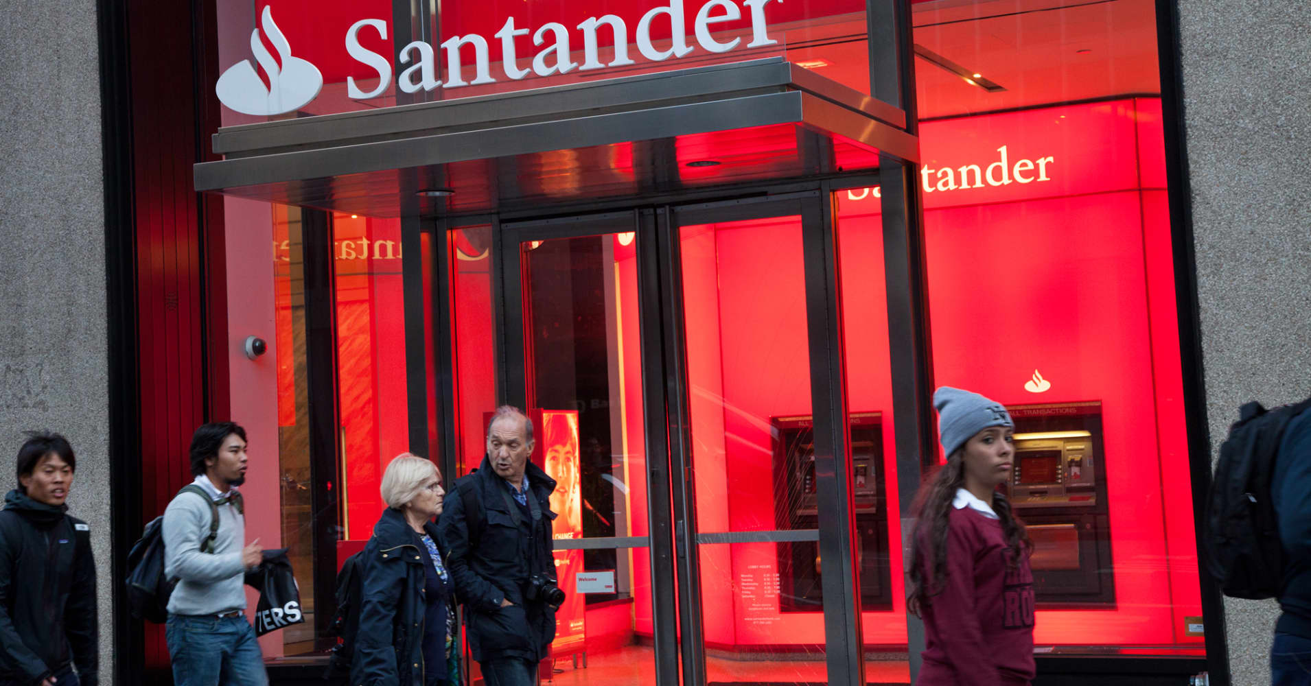 Santander's shock bond move is controversial but not contagious, analysts say