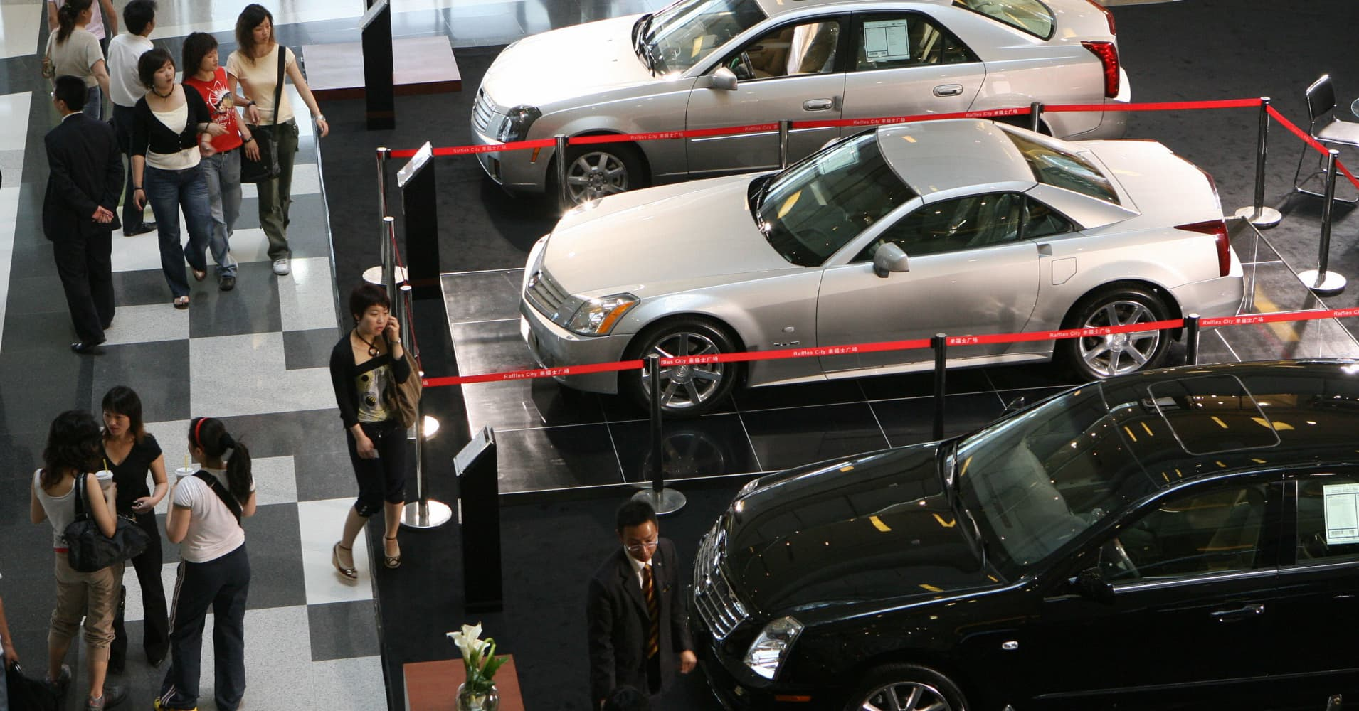 China\'s high-end car dealers go online in search of second-hand income