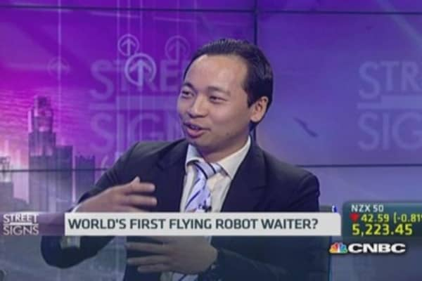 The world's first flying robot waiter?