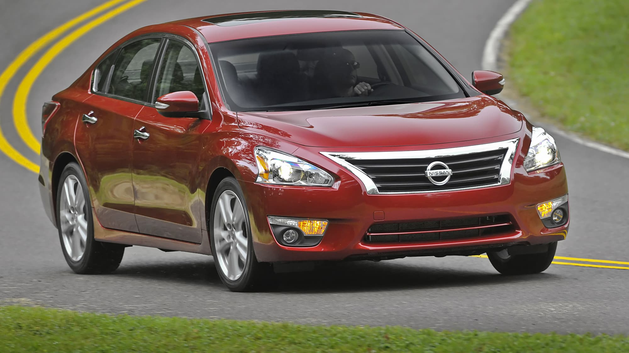 The review of models of the company Nissan. Teana 2013 - updated business sedan