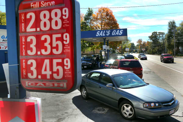 Gas prices fall under $3 a gallon in Holbrook, MA.