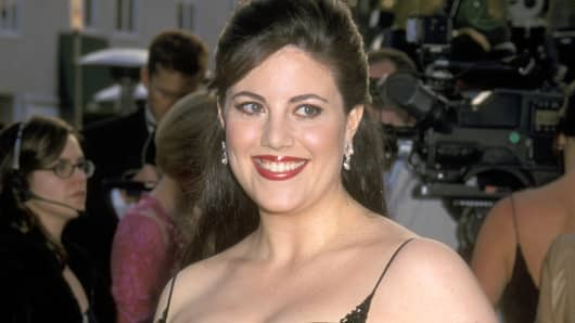 monica-lewinsky-arrives-for-the-2001-vanity-fair-oscar-party-in-beverly-hills-calif