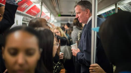 Mayor Bill de Blasio takes the subway on his route to City Hall, on October 24, 2014 in New York City.