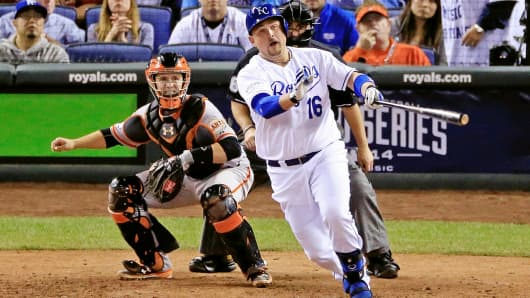 Kansas City Royals' Billy Butler (16) hits an RBI single in the sixth inning against the San Francisco Giants during Game 2 of the 2014 World Series in Kansas City, Mo.
