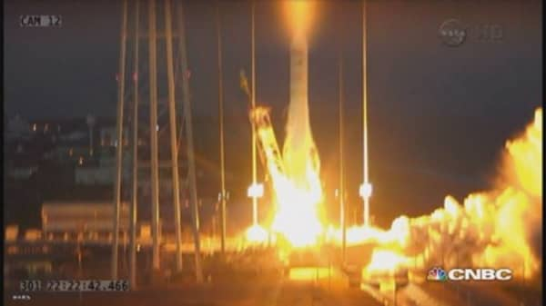 Orbital Sciences rocket explodes after liftoff