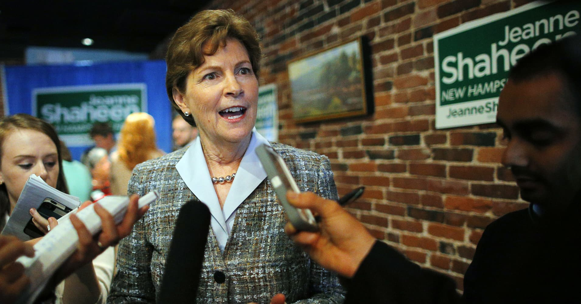 U.S. Senator Jeanne Shaheen (D-NH) speaks to reporters at a campaign stop at the Firefly American Bistro in Manchester, New Hampshire September 29, 2014.