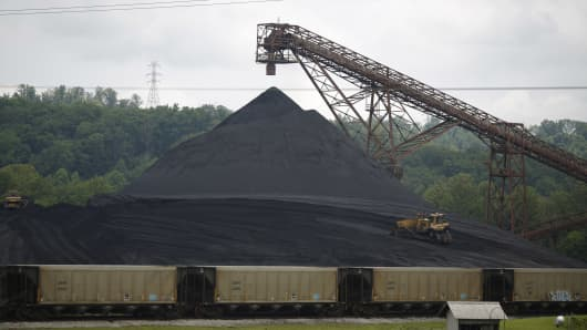 A coal mound stands at the Appalachian Electric Power coal-fired Big Sandy Power Plant in Catlettsburg, Kentucky, in 2014. The plant shuttered its coal production last year and converted to natural gas.