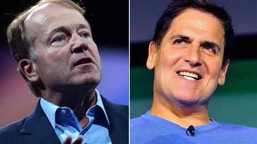 John Chambers, CEO of Cisco Systems (L) and Mark Cuban, entrepreneur (R).