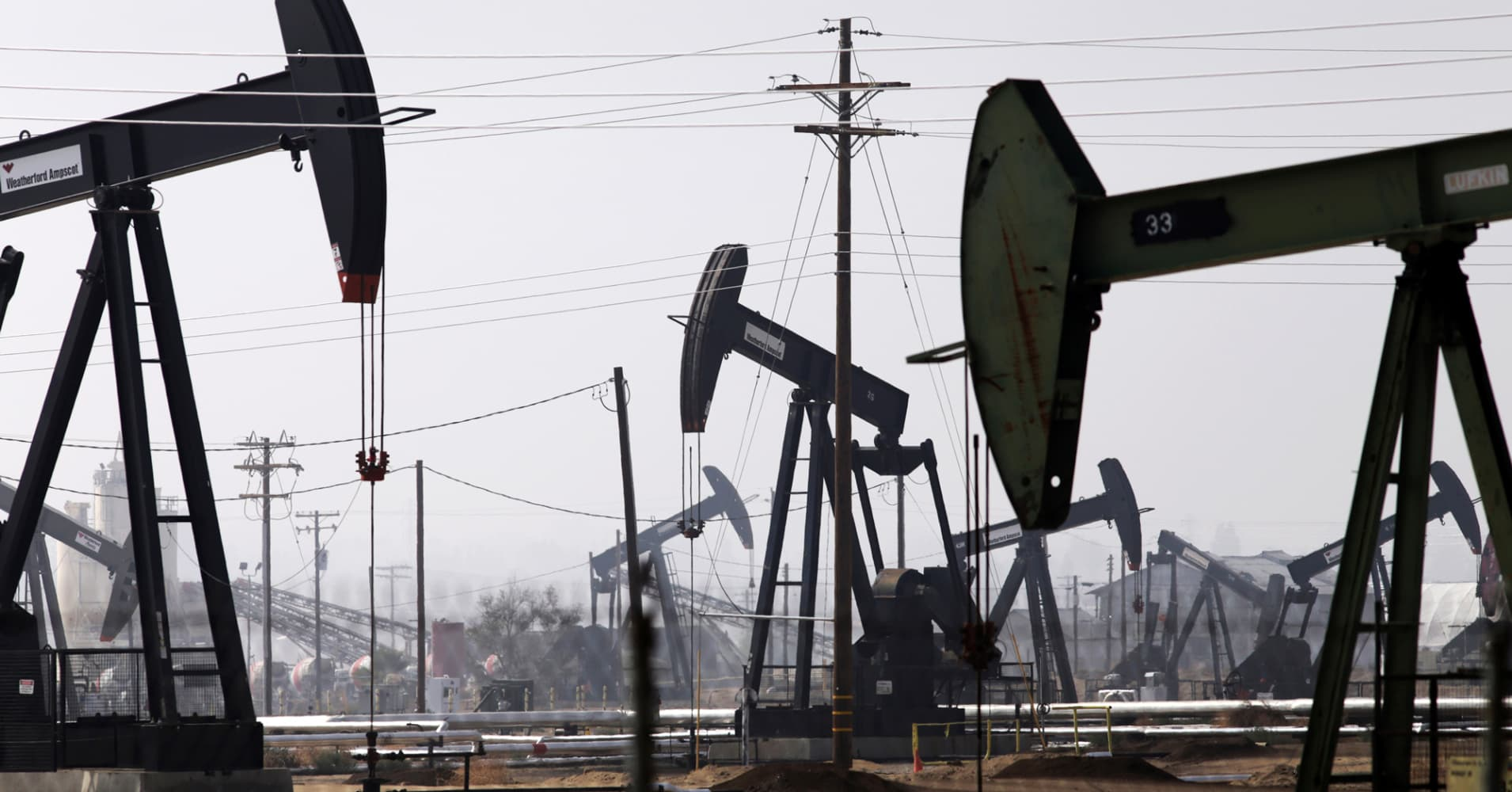 Oil prices sink in sudden move after unexpected surge in crude stockpiles