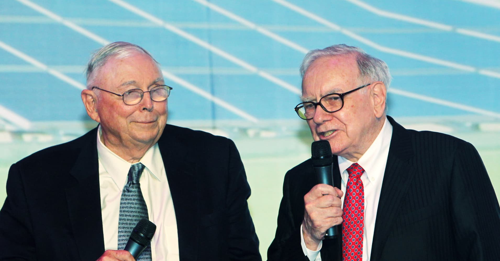 3 tips Warren Buffett and Charlie Munger once gave a 14-year-old shareholder