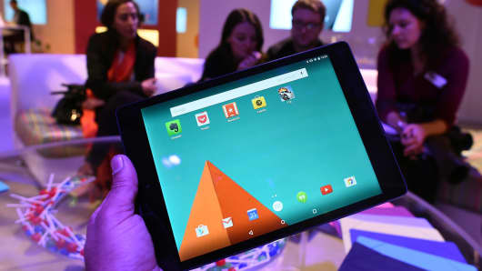 Journalists check out Google's newest tablet Nexus 9 during a media preview in New York on October 29, 2014.