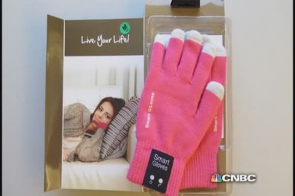 Call me maybe with these smart gloves