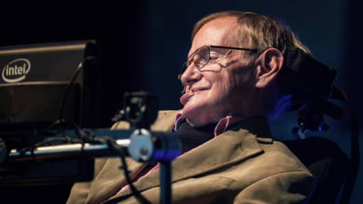 Stephen Hawking gives a lecture on the Spanish Canary island of Tenerife on September 23, 2014.