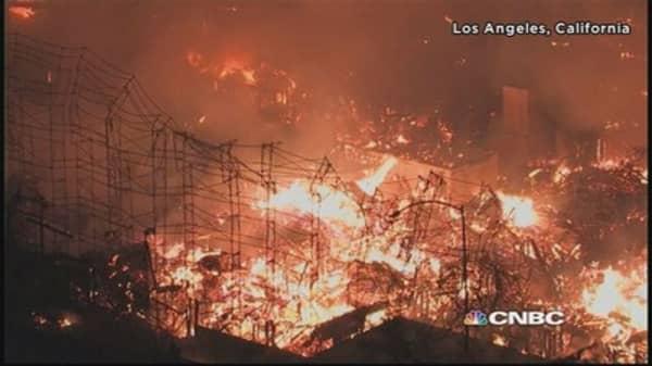 Massive fire destroys Los Angeles apartment complex