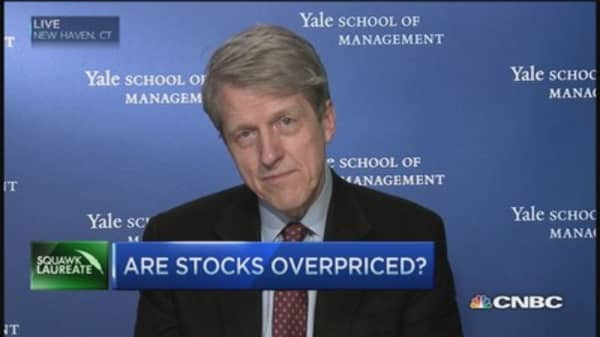 Declines in confidence striking: Shiller
