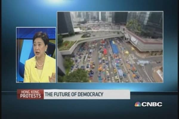 HK official: Urge all sides to exercise restraint