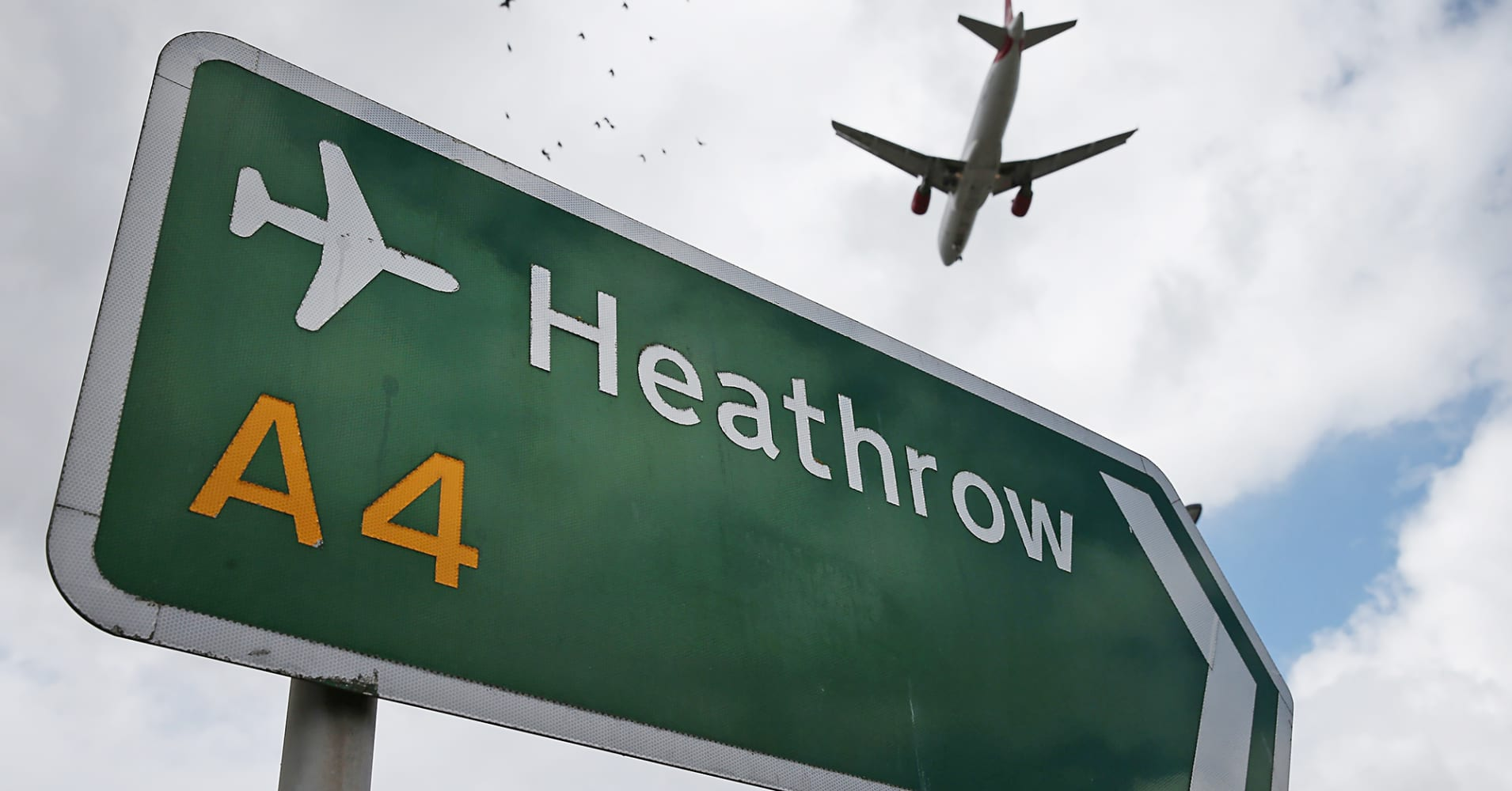 Passengers stranded as Heathrow Airport faces runway lighting issues
