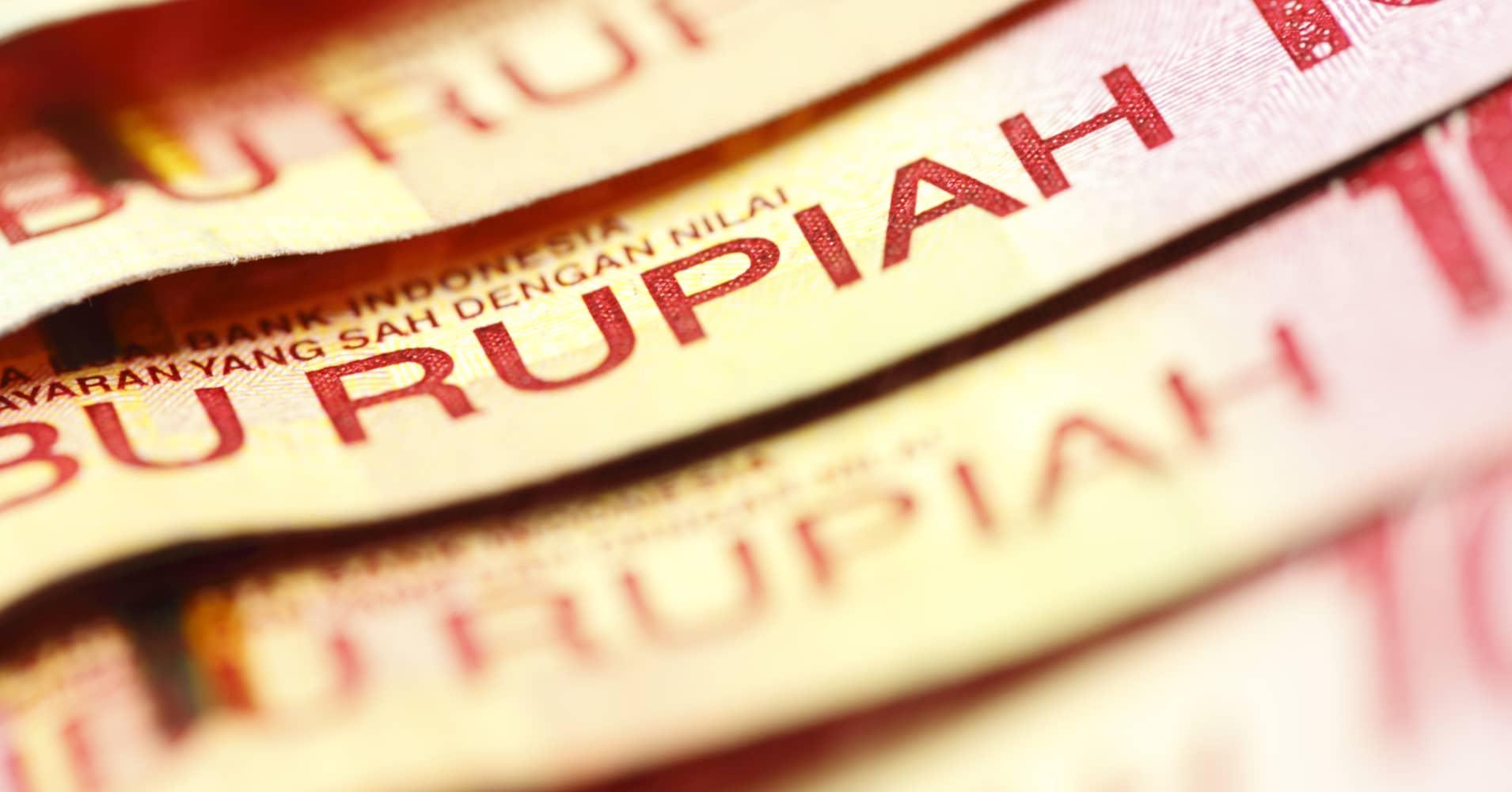 Indonesias Rupiah Hits Weakest Since 1998