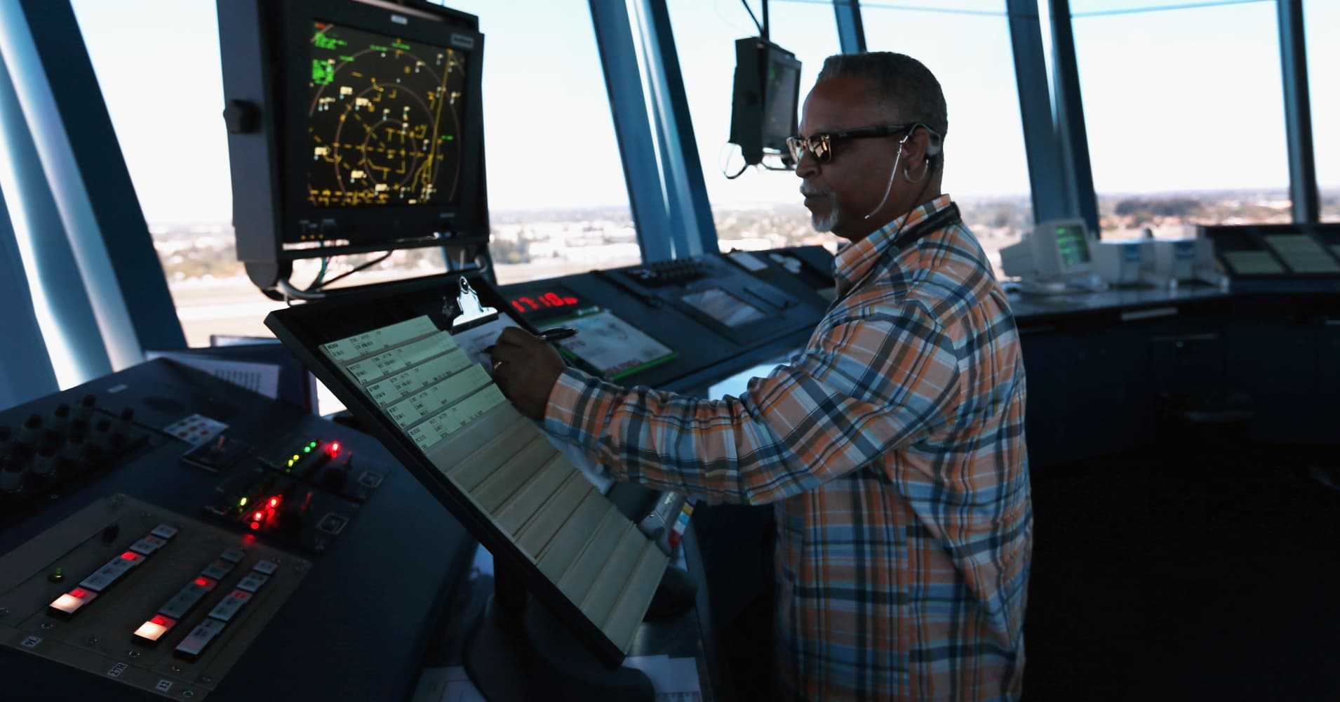 Air traffic controllers union sues Trump administration over frozen pay during shutdown