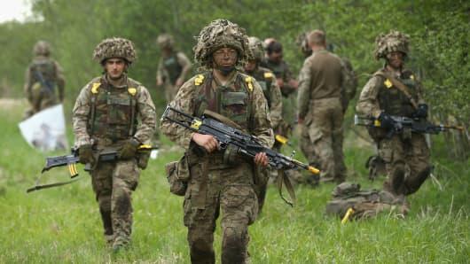 491984681SG00048_NATO_Holds