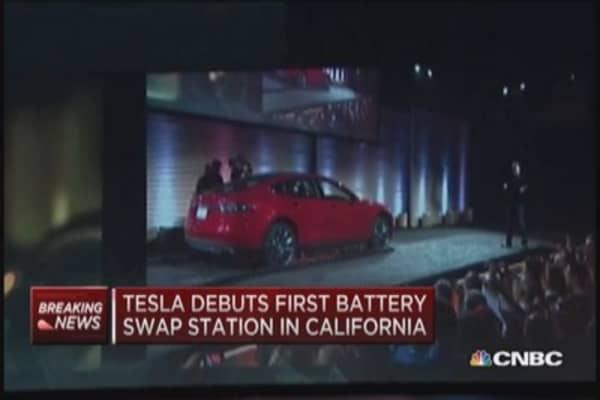 Tesla opens 1st battery swap station