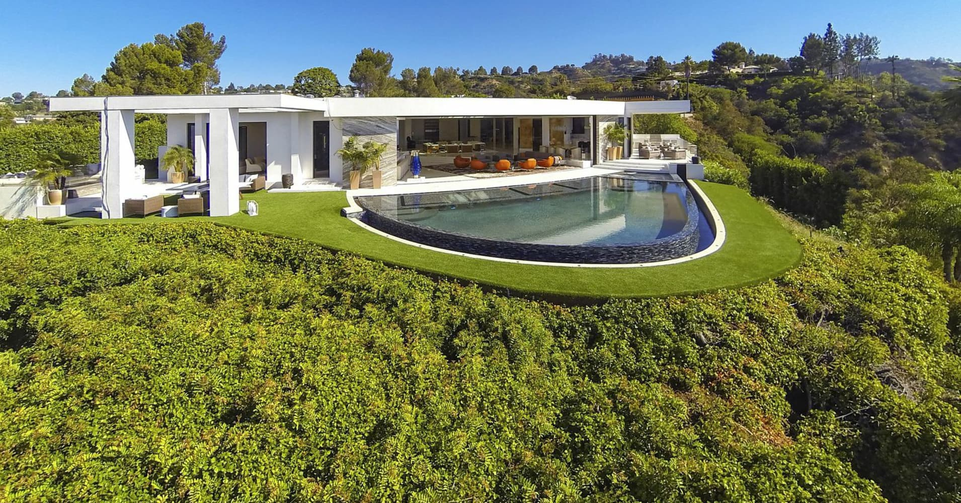 Minecraft founder markus persson bought this beverly hills california home for 70 million