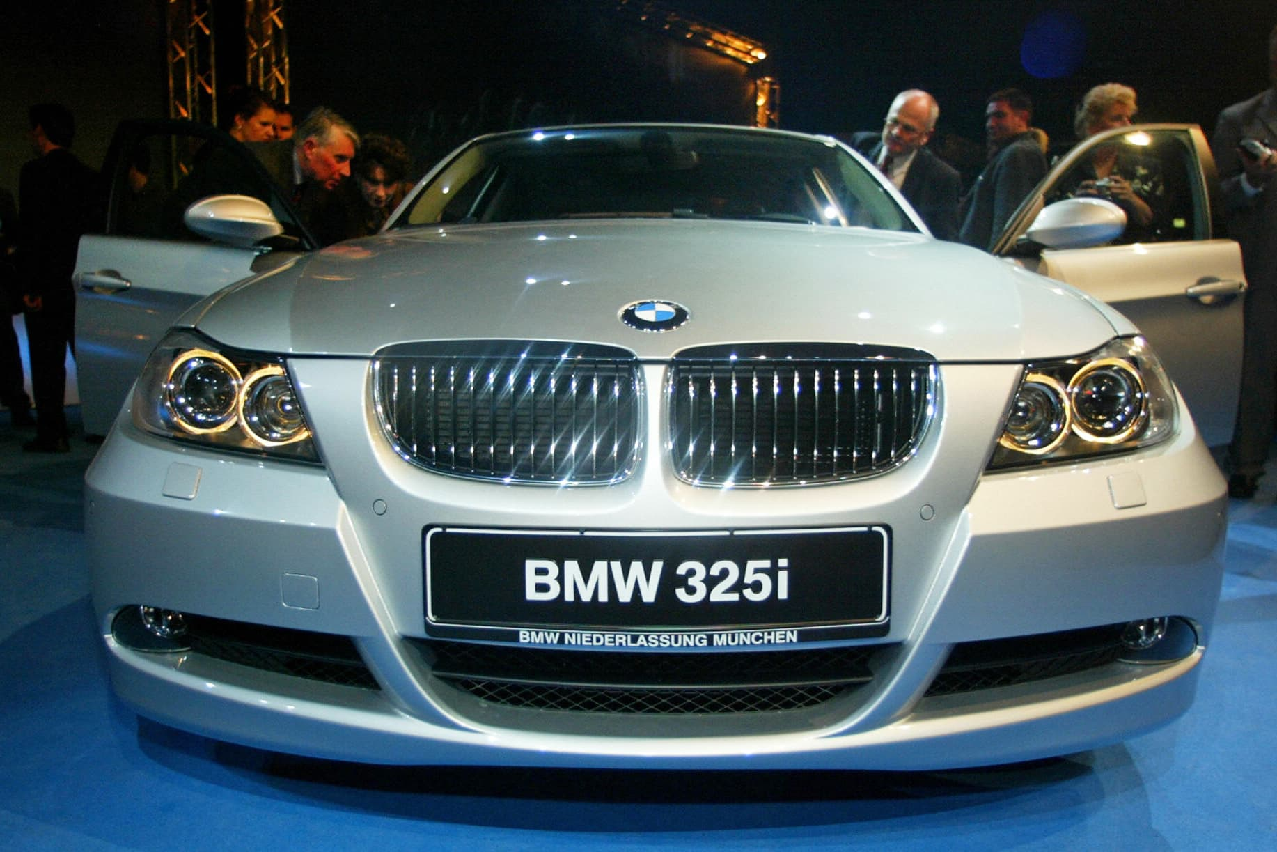 Bmw Anybody Carmakers To Gain Most From Weak Euro 325i Start Up
