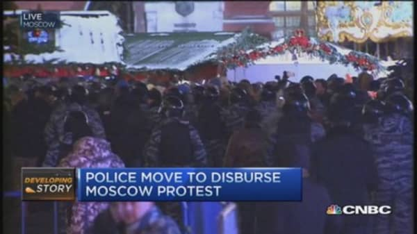 Police move to disburse Moscow protests