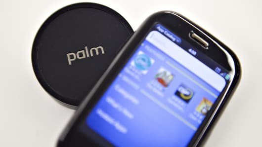 A Palm Pre mobil phone