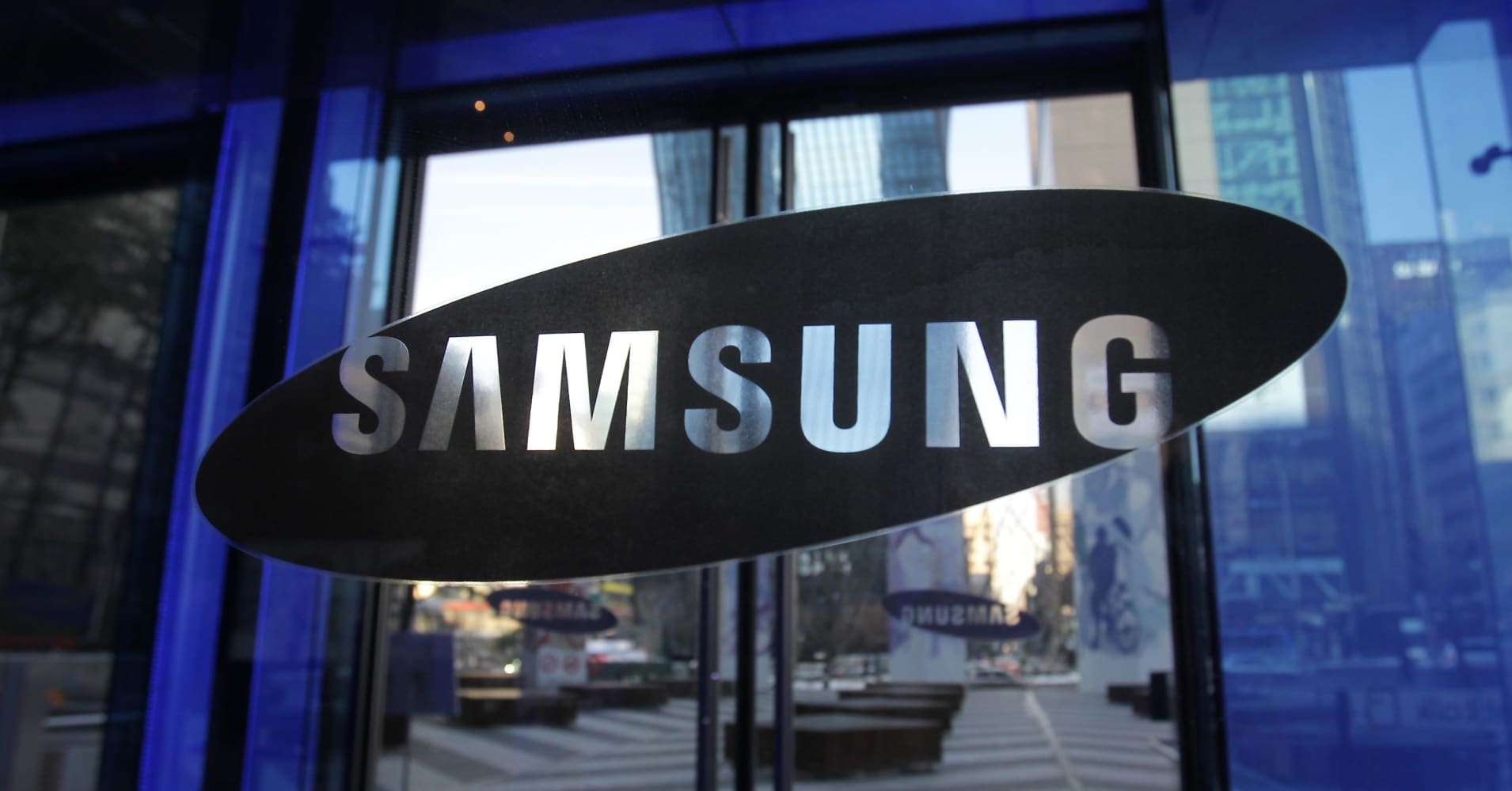 Samsung warns first-quarter profits fell by 60 percent