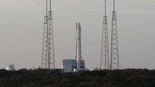 The unmanned Falcon 9 rocket being launched by SpaceX on a cargo resupply service mission to the International Space Station sits on the launch pad after an aborted liftoff from the Cape Canaveral Air Force Station in Cape Canaveral, Florida January 6, 2015.