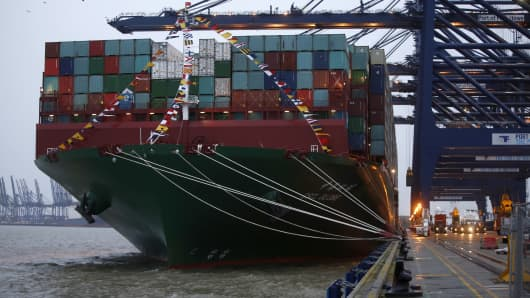 Ship-to-shore cranes work above the CSCL Globe