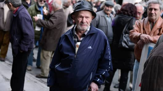 Pensioners gather outside the Labour ministry in Athens, on December 18, 2014, during a rally against pensions cuts.