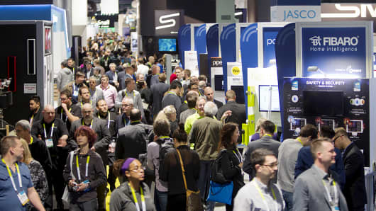 Attendees crowd an aisle on the trade show floor during the 2015 International Consumer Electronics Show (CES) in Las Vegas, Jan. 6, 2015.