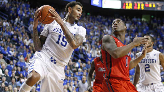 Kentucky Wildcats' Willie Cauley-Stein (15) rebounds against Mississippi Rebels' Martavious Newby (1) in the second half of a game in Lexington, Ky., Jan. 6, 2015.
