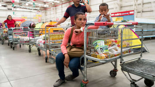 People line up to pay inside a Makro supermarket in Caracas, Venezuela, Jan. 9, 2015.