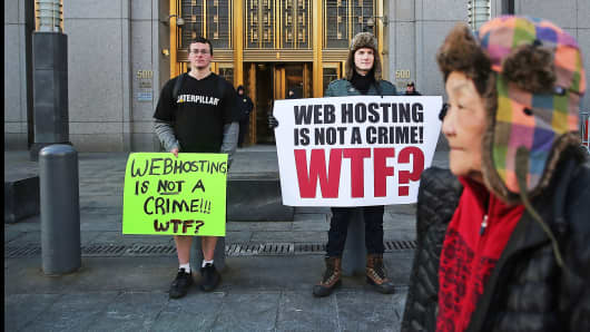 Supporters of Ross Ulbricht, the alleged creator and operator of the Silk Road underground market, stand in front of a Manhattan federal court house on the first day of jury selection for his trial, Jan. 13, 2015 in New York.