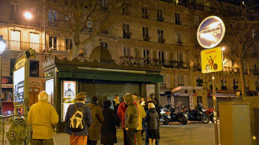 Long lines of people queue for the latest Charlie Hebdo edition