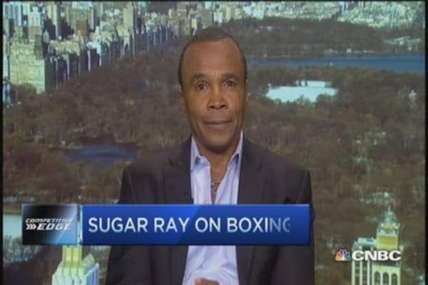 Sugar Ray Leonard challenges boxing's old business model