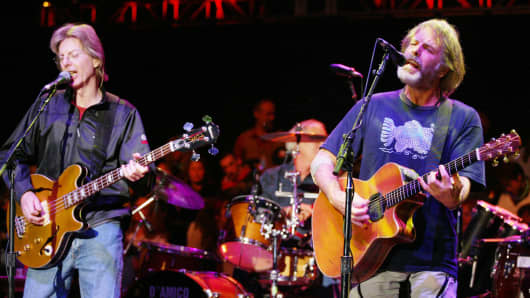 Phil Lesh and Bob Weir will reunite with members of the Grateful Dead to perform this summer.