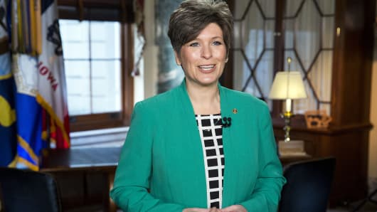 Senator Joni Ernst (R-IA) rehearses the Republican response to U.S. President Barack Obama's State of the Union address on Capitol Hill in Washington January 20, 2015.