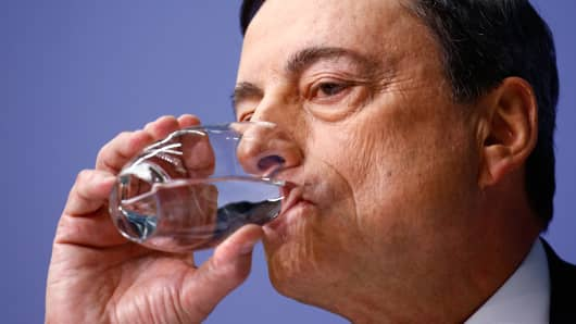 European Central Bank President Mario Draghi pauses while addressing an ECB news conference in Frankfurt January 22, 2015.