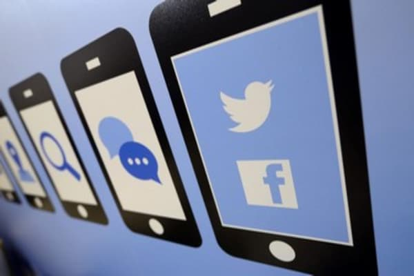 Twitter vs. Facebook: Which is the best social stock?