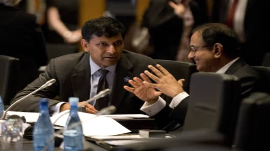 India's Reserve Bank Governor Raghuram Rajan (L) speaks with India's Finance Minister Palaniappam Chidanbarum during the opening session of the the G20 Finance Ministers and Central Bank Governors round table meeting on February 22, 2014 in Sydney, Australia.