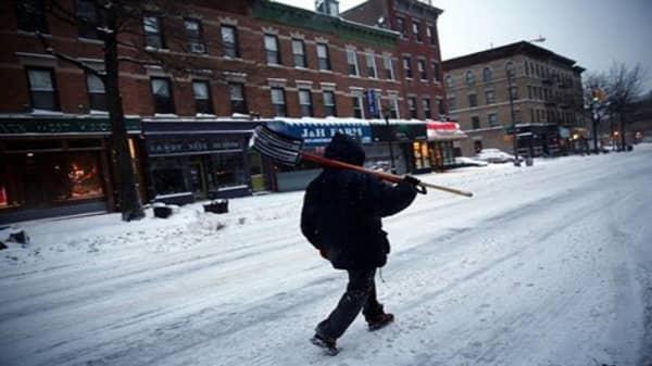 Snow sweeps across Northeast