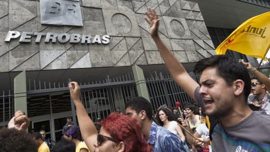 Workers from a company under contract for the Brazilian state-owned oil company Petrobras protest to demand the payment of three months of wages in arrears, in front of the Petrobras building in Rio de Janeiro, Brazil, February 4, 2015.