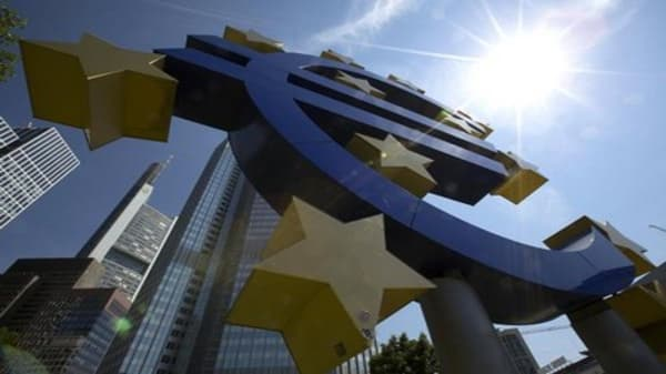 ECB restricts financing to Greek banks