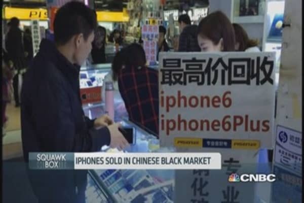 China's booming smuggled iPhone business