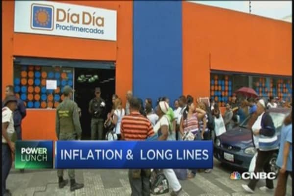 Inflation and long lines at Venezuelan supermarkets