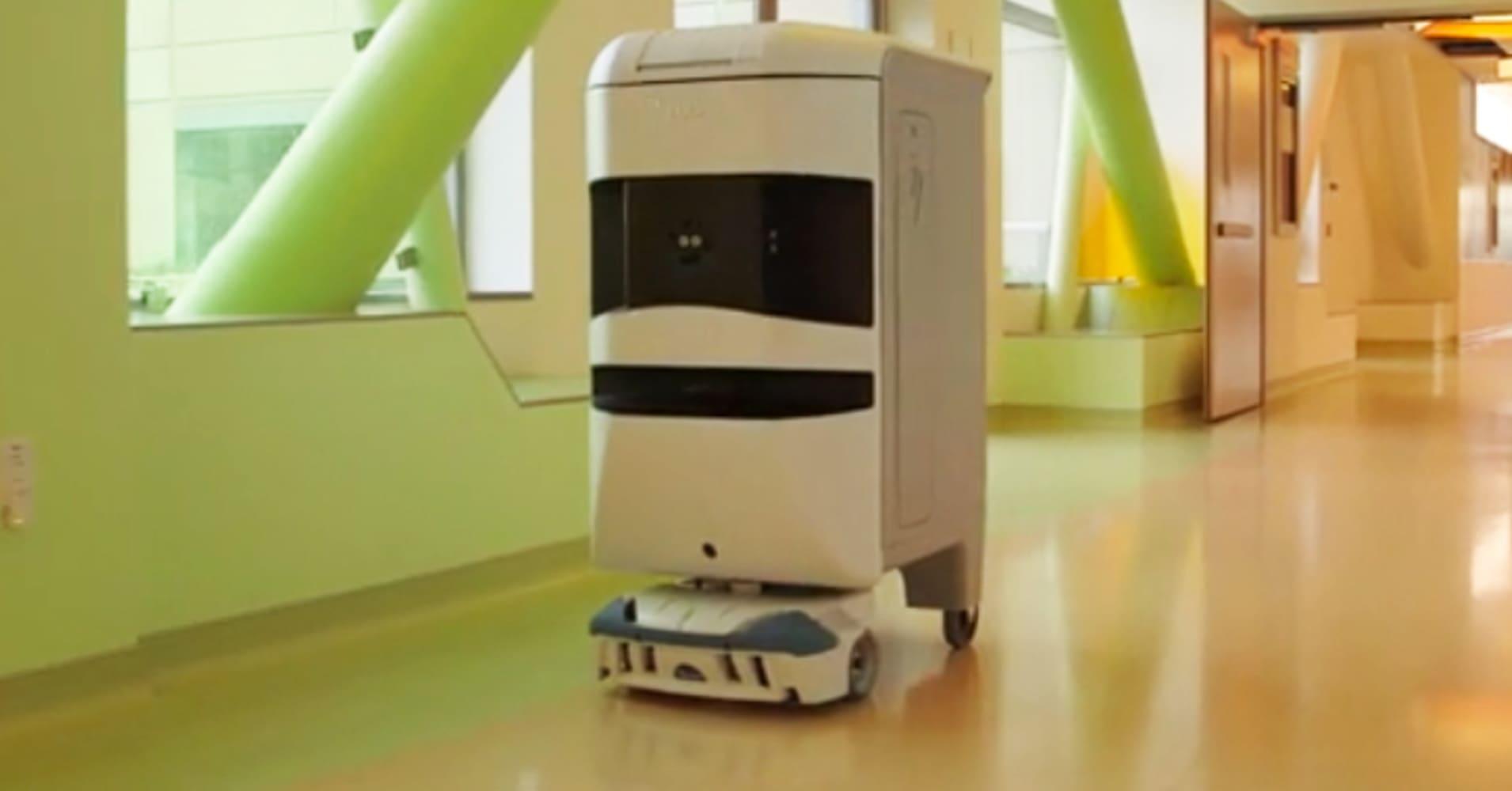 Pricy Robots Tug Hospital Supplies